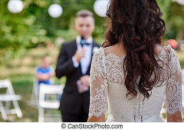 lovász, álló, előtt, a, menyasszony, -ban, egy, esküvő ünnepély