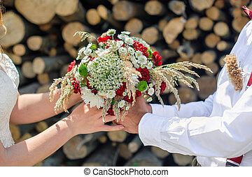 lovász, ad, a, menyasszony, egy, gyönyörű, esküvő bouquet