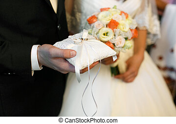 lovász, fog, alatt, övé, kar, esküvő gyűrű