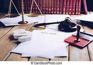 lov, fungere, på, gamle, træagtigt skrivebord, ind, bibliotek