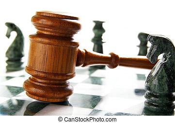 lov, gavel, på, en, chess planke, hos, stykker