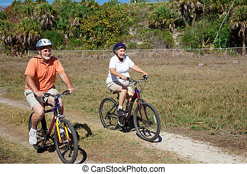 lovagol, párosít, bicikli, idősebb ember