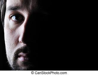 low-key, enojado, -, cara, mirar, mitad, retrato, triste, hombre