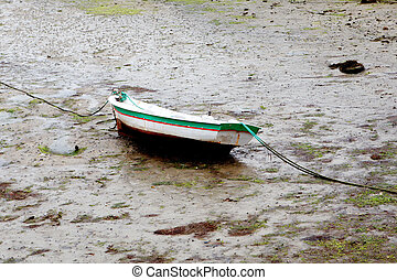 Low tide - Boat on the wet sand at low tide