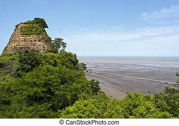 Low tide to Esmeraldas - low tide on the coast of...