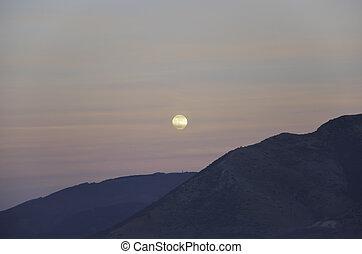 lua cheia, ligado, céu nublado