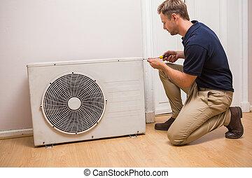 lucht conditionerend, geconcentreerde, handyman, repareren