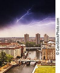 luchtmening, van, berlin, en, spree rivier, met, storm