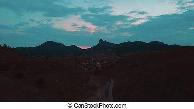 luchtopnames, colors., establisher., rotsen, film, berg,...