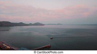 luchtopnames, establisher., colors., zee, city., rotsen,...