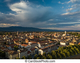 luchtopnames, lucca, italië, tuscany, aanzicht