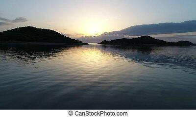 luchtopnames, oceaan, ondergaande zon , kalm, terugtocht,...