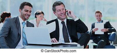 ludzie handlowe, planowanie, posiedzenie, biuro, pomyślny, praca