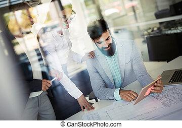 ludzie handlowe, pracujący, komputer, laptop, biuro