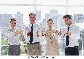 ludzie, kciuki, drużyna, handlowy, uśmiechanie się, abdykując