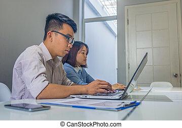 ludzie, laptop, pracujący, asian, biuro, handlowy