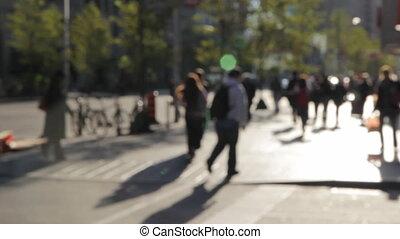 ludzie piesze, w, przedimek określony przed rzeczownikami, city.