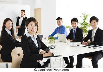 ludzie, spotkanie, grupa, szczęśliwy, handlowy, młody