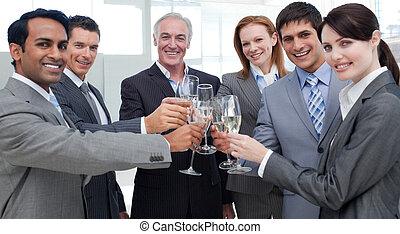 ludzie, sucess, handlowy, radosny, międzynarodowy, świętując