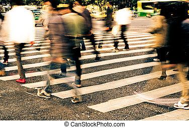 ludzie, tłum, na, zebra, ulica