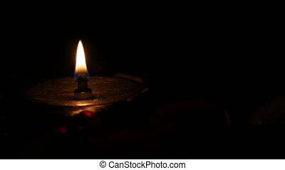 lueur bougie, sombre, solitaire, catholique, obseque, fer,...