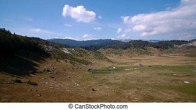 luftaufnahmen, ackerländer, in, durmitor, nationalpark, montenegro