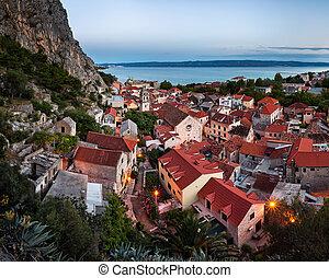 luftaufnahmen, heilig, abend, omis, kreuz, omis, kroatien, kirche, dalmatien, ansicht