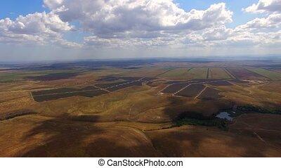 Luftaufnahmen, Macht, Stationen, Felder,  amidst, sonnenkollektoren, landwirtschaftlich, Ansicht