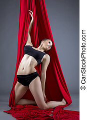 luftaufnahmen, silks., attraktive, tänzer, posierend, in, studio