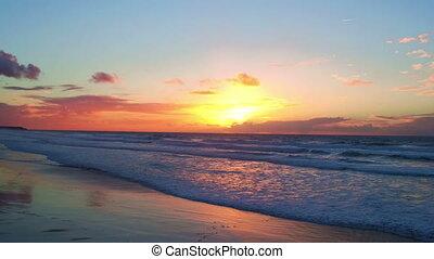 luftaufnahmen, von, a, schöne , sonnenuntergang, an, tal, figueiras, sandstrand, in, portugal