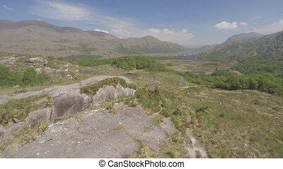 luftblick, killarney nationalpark, auf, der, ring, von, kerry, bezirk kerry, ireland., episch, luftaufnahmen, von, a, natürlich, irisch, landschaft., wohnung, video, profile.