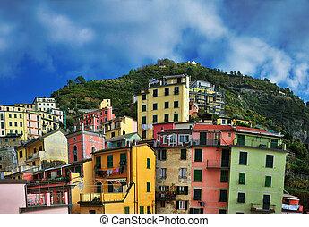 luftblick, von, vernazza, -, klein, italienesche, stadt, in, der, provinz, von, la spezia, liguria, nordwestlich, italy.