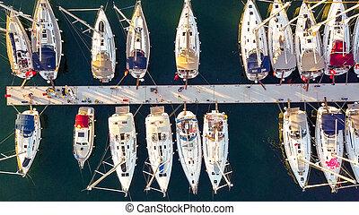 luftblick, von, yacht- verein, und, marina, in, kroatien,...