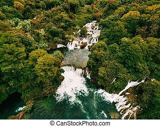 luftfoto, von, krka, wasserfälle, in, der, krka, nationalpark, croatia.