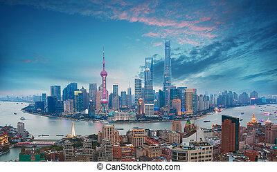 luftfotografie, an, shanghai, bund, skyline, von, dämmerung