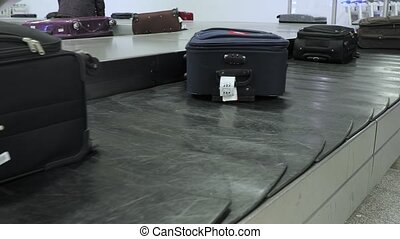 Luggage claim belt - Luggage claim conveyor belt of an...