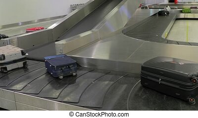 Luggage claim belt - Luggage claim conveyor belt of an...
