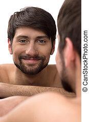 lui-même, jeune regarder, miroir, sourire, miroir., homme