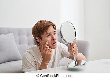 lui-même, regarder, serrage, pimple., miroir., homme, beau