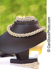 lujo, dorado, moda, collar, en la exhibición