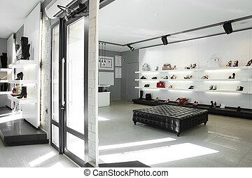 lujo, zapatería, con, brillante, interior