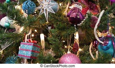 lumières, arbre, décoratif, cadeau, noël, balles, étoile pourpre, bougie, bonhomme de neige, vue, theme., décoré