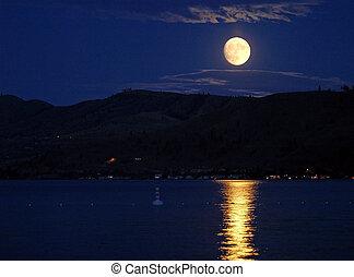 luna piena, con, riflettere, su, il, superficie, di, uno, lago