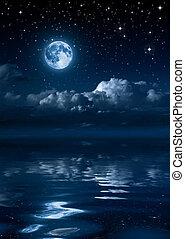 luna, y, nubes, en, el, noche, en, mar