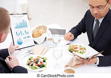 lunch, papier, dyskutując