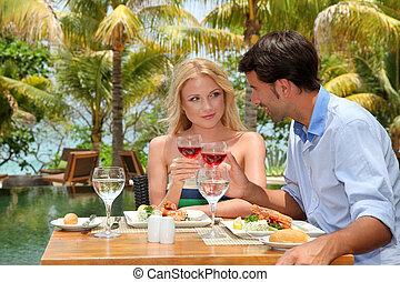 lunch, para, restauracja, młody, uciekanie się, cieszący się