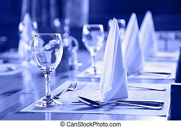 lunettes, et, plaques, sur, table, dans, restaurant