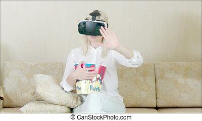 lunettes, femme, divan, réalité virtuelle