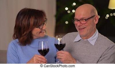 lunettes, heureux, vin, rouges, couples aînés