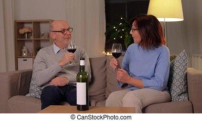 lunettes, personne agee, vin rouge, couple, heureux